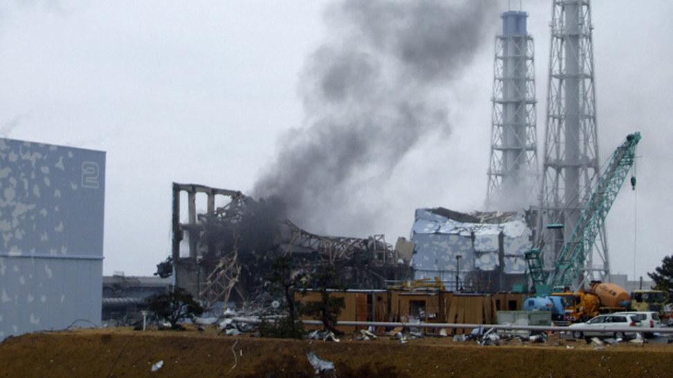 地震和海啸使日本福岛核电站遭到破坏