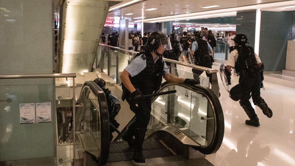 林鄭月娥指責香港抗議者在購物中心搞暴亂
