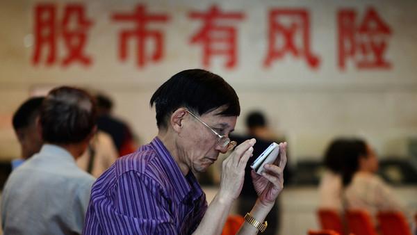中国股市周一早盘暴跌
