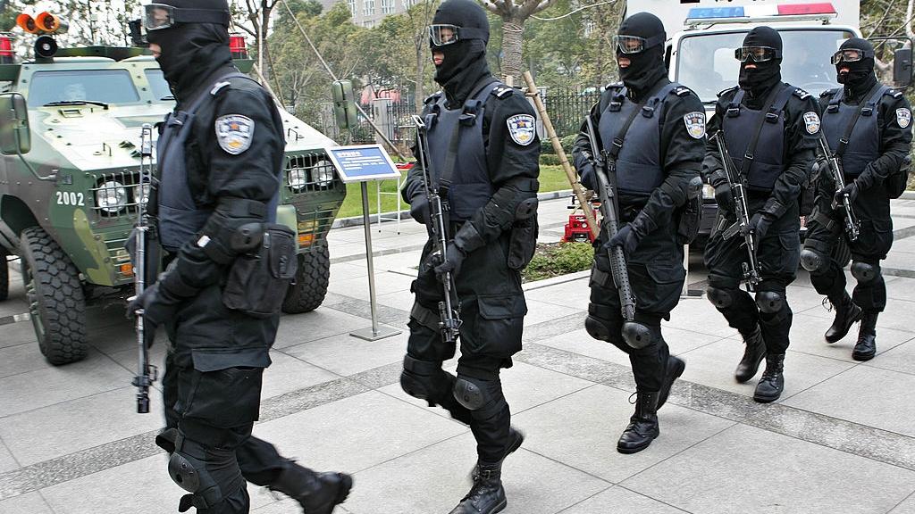 中国各界热议警察开枪权